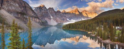 Naklejka Jezioro Moraine w sunrise, Park Narodowy Banff, Kanada