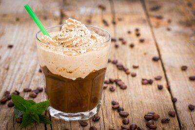 Naklejka Kawa mrożona z bitą śmietaną w szklance na drewnianym stole