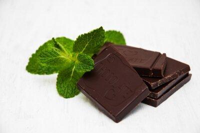 Naklejka Kawałki czekolady z liściem mięty