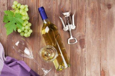 Naklejka Kiść winogron, wina białego i korkociąg