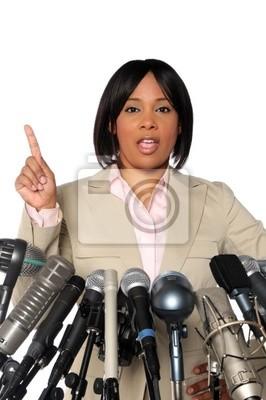 Kobieta Mówiąc Za Mikrofony
