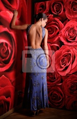 kobieta ubrana w strój nocny