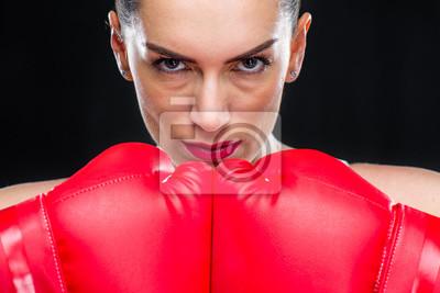 Kobieta w rękawice bokserskie