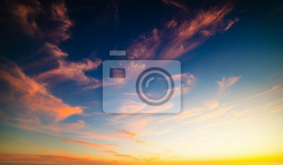 Kolorowe niebo o zachodzie słońca