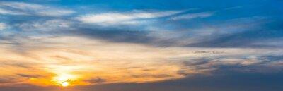 Kolorowe niebo o zmierzchu w Sardynii