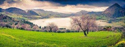 Naklejka Kolorowe rano panorama jeziora Rosamarina