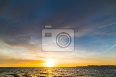 Kolorowy zachód słońca w Capo Caccia