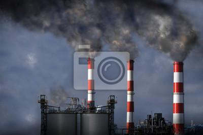 Kominy wydmuchując dym
