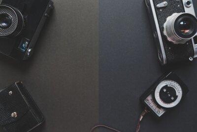Kompozycja z radzieckiego Union Film Camera i Exposure Meter na ciemnym tle Concept Retro Style Top View Open Space For Text