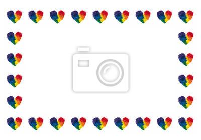 Koncepcja LGBT i miłości, kredka ołowiu w kształcie tęczy kolorów serca, powtarzane w ramce prostokąta na białym tle, kopia przestrzeń w środku