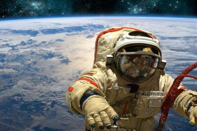 Naklejka Kosmonauta unosi się w przestrzeni. - Elementy tego zdjęcia dostarczone przez NASA.