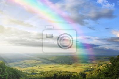 krajobraz lato z tęczy zielone wzgórza i wyczyść błękitne niebo