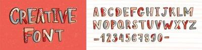Kreatywnych czcionki łacińskiej lub dekoracyjne ręcznie rysowane alfabetu angielskiego na jasnym tle. Kolekcja kolorowych, stylizowanych liter ułożonych w kolejności alfabetycznej i cyfr. Nowoczesne i