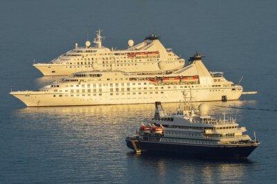 Naklejka Kreuzfahrtschiffe vor Dubrownik vor Anker