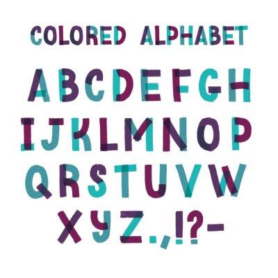 Łacińska czcionka lub ozdobny alfabet angielski wykonany z zielonej i fioletowej taśmy klejącej. Zestaw liter ułożonych w kolejności alfabetycznej i znaków interpunkcyjnych na białym tle. Ilustracji w