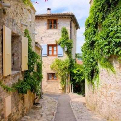 Naklejka Ładne kamienne domy w uroczej wiosce w Prowansji, Francja