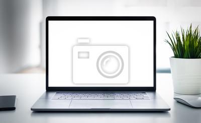 Naklejka Laptop z pustym ekranem na stole