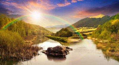 Naklejka las rzeka z kamieni i trawy na zachodzie słońca