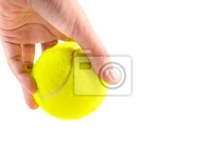 lewa ręka trzyma nową żółtą tenisową piłkę na białym tle, przygotowywający słuzyć pozycję, kopii przestrzeń na dobrze