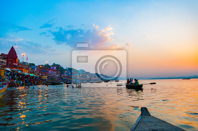 Naklejka Łódź na rzece Ganges, Varanasi, Indie