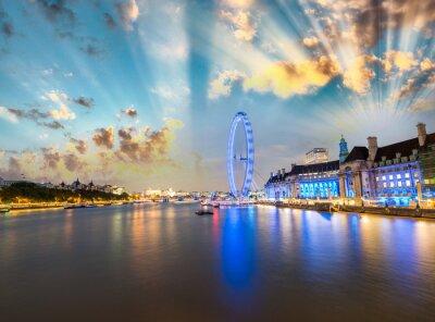Naklejka Londyn skyline wzdłuż Tamizy koło i słynny London Eye na wonów