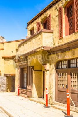 Naklejka LOS ANGELES, USA - 27 września 2015: Średniowieczne budynki dla filmów Moster w Hollywood Universal Studios. Universal Pictures Inc powstała 10 czerwca 1912 roku