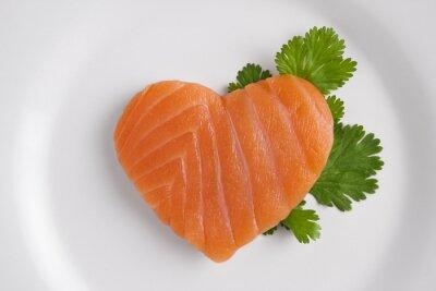 Naklejka Łosoś w kształcie serca na białym talerzu