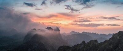 Naklejka Majestic zachód słońca z widokiem na góry