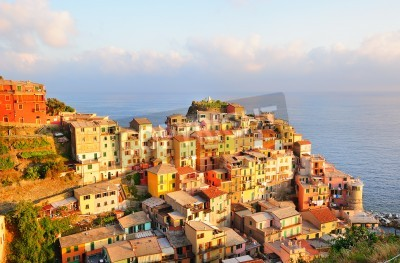 Naklejka Malowniczy zachód słońca w kolorowe wsi Manarola (Cinque Terre, Włochy)