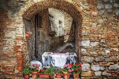 Naklejka Malowniczy zakątek w San Gimignano
