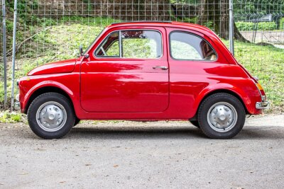 Naklejka Mały samochód / mały czerwony samochód