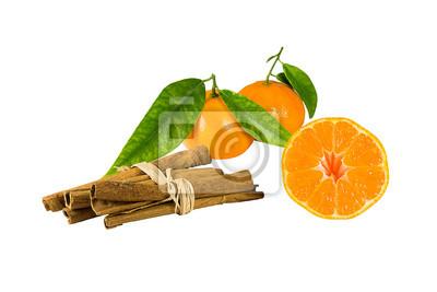 Mandarynki i cynamonu. Odizolowany