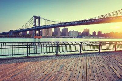 Naklejka Manhattan Bridge nad East River at Sunset