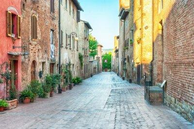 Naklejka Medieval widok ulicy w Certaldo, Włochy.