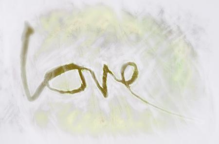 miłość malowana, słowo miłość ręcznie malowane, artystyczne słowo miłość, ręcznie robiony pędzel napis na delikatnej żółtej tekstury z rozmycie winiety.