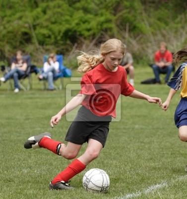 Młodzież Nastoletni piłkarz w polu gotowy do Kick Ball
