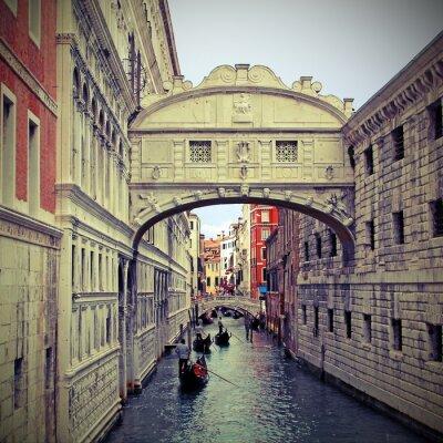 Naklejka Most Westchnień w Wenecji z gondolami