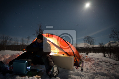 Na camping zima w nocy