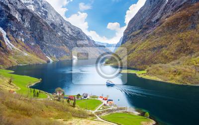 Naklejka Naeroyfjord - krajobraz fiordu w regionie Sogn og Fjordane.