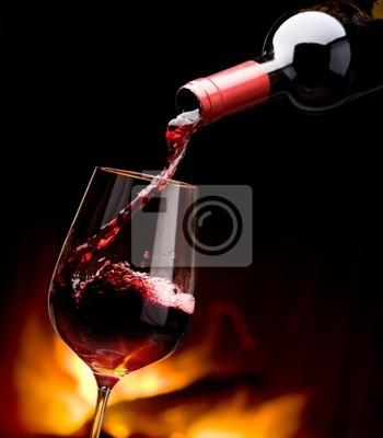 nalewania wina przy kominku
