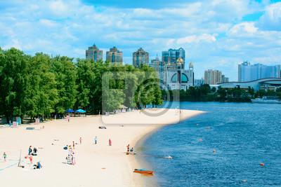 Naklejka Nasyp i plaża w europejskim mieście Kijowie