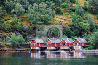 Naklejka Odbicie małych domów w norweskim fiordze