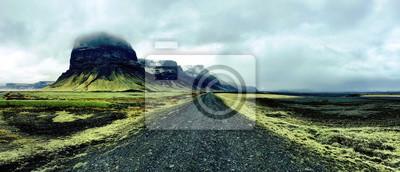 Naklejka Odludny czarny żwir drogi w południowej Islandii