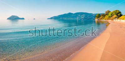 Naklejka Oszałamiająco ranku widok plaża Zakynthos (Zante) wyspa. Pogodny wiosny seascape Joński morze, Grecja, Europa. Piękno natury pojęcia tło.