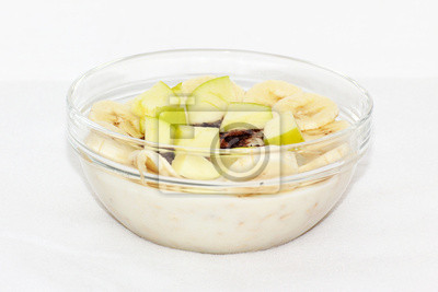 Owsianka w bowl szkła z bananów i jabłek