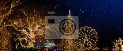 Ozdoby choinkowe i święta światła na Boże Narodzenie Stara ulica miasta
