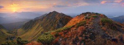 Naklejka Panorama gór o świcie