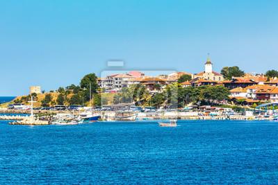 Naklejka Panorama starego miasta, morze, łodzie w Nesebyr lub Nesebar w Bułgarii, Morze Czarne