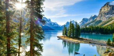 Naklejka Panorama view Piękne Spirit Island w Maligne Lake, Park Narodowy Jasper, Alberta, Kanada