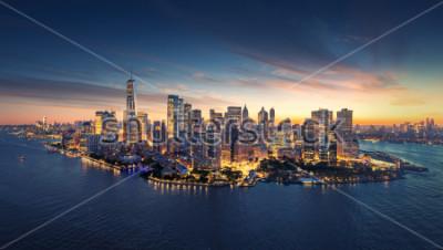 Naklejka Panoramę Nowego Jorku panoramę o wschodzie słońca. Budynki biurowe Manhattan / skysrcapers rano. Panorama panoramiczna Nowego Jorku.
